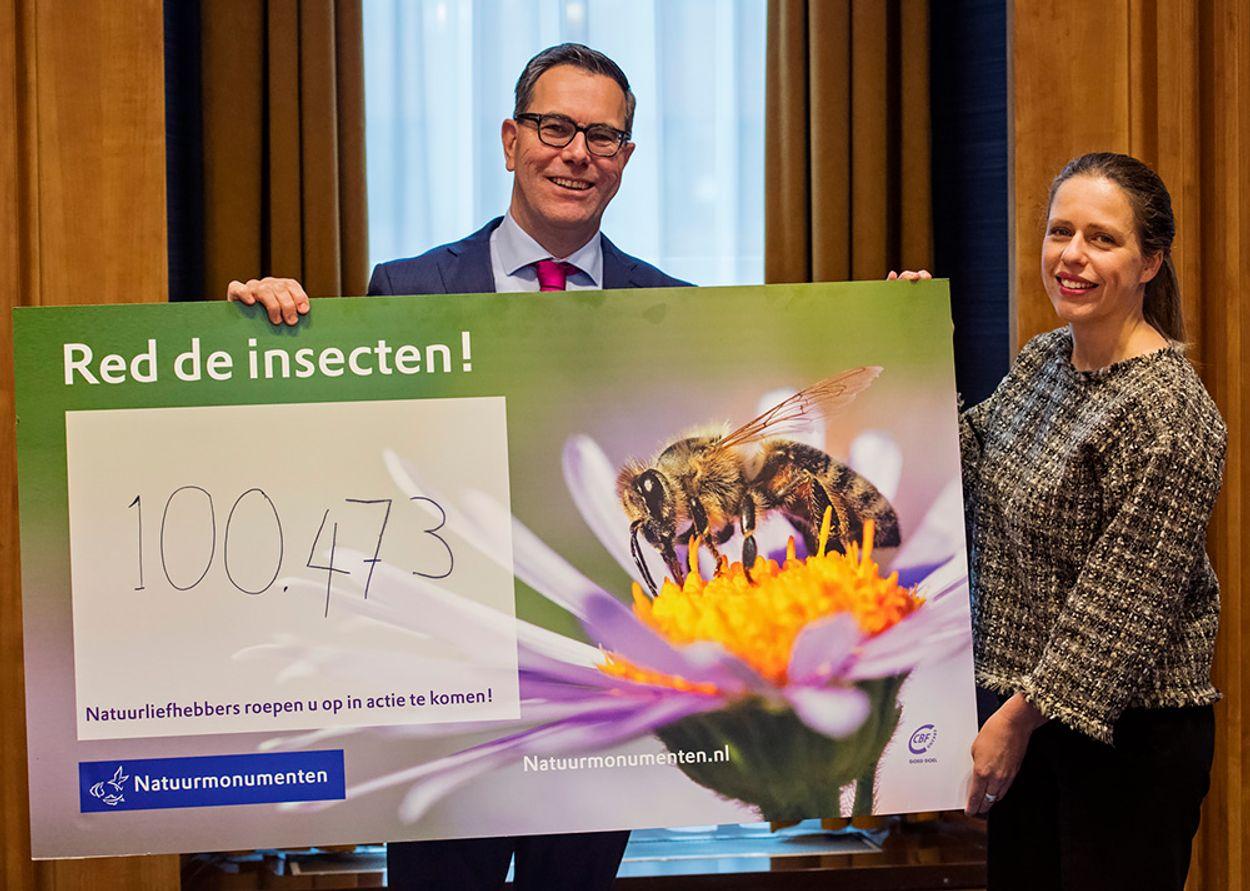 Afbeelding van Minister krijgt 100.000 handtekeningen om insecten te redden