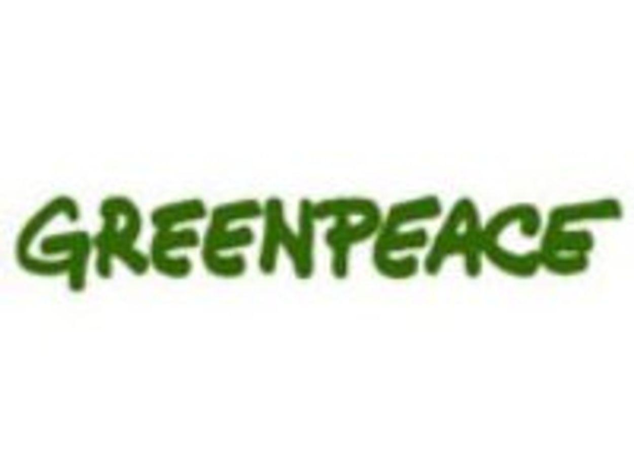 Afbeelding van Greenpeace-schip en fietscampers doen Noord Nederland aan