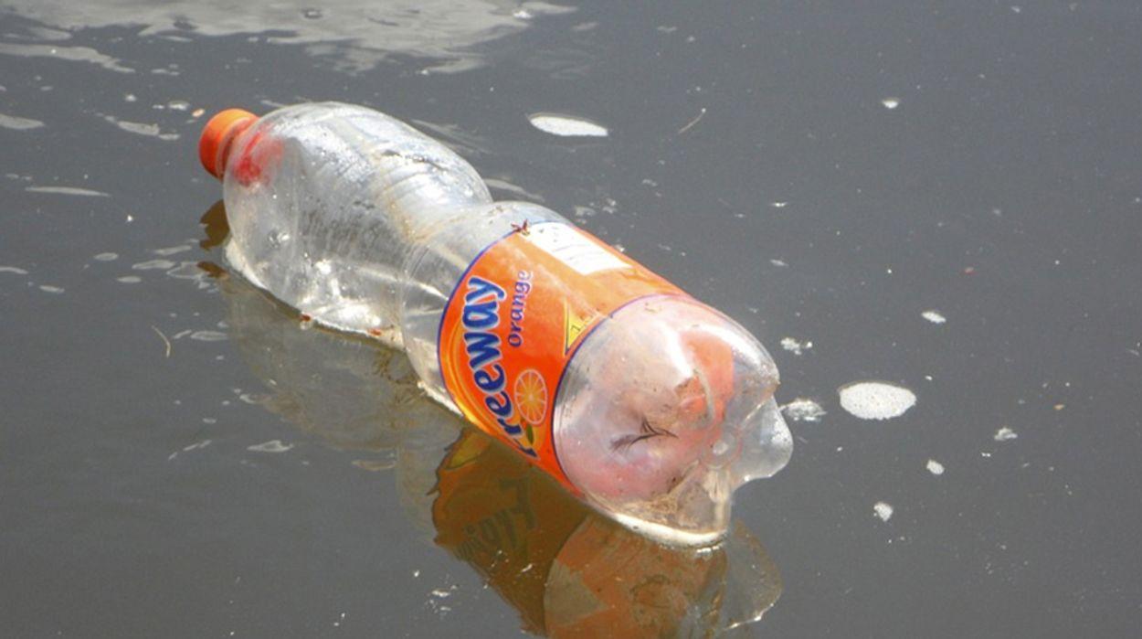 Afbeelding van 'Producenten verslaafd aan wegwerpplastic'