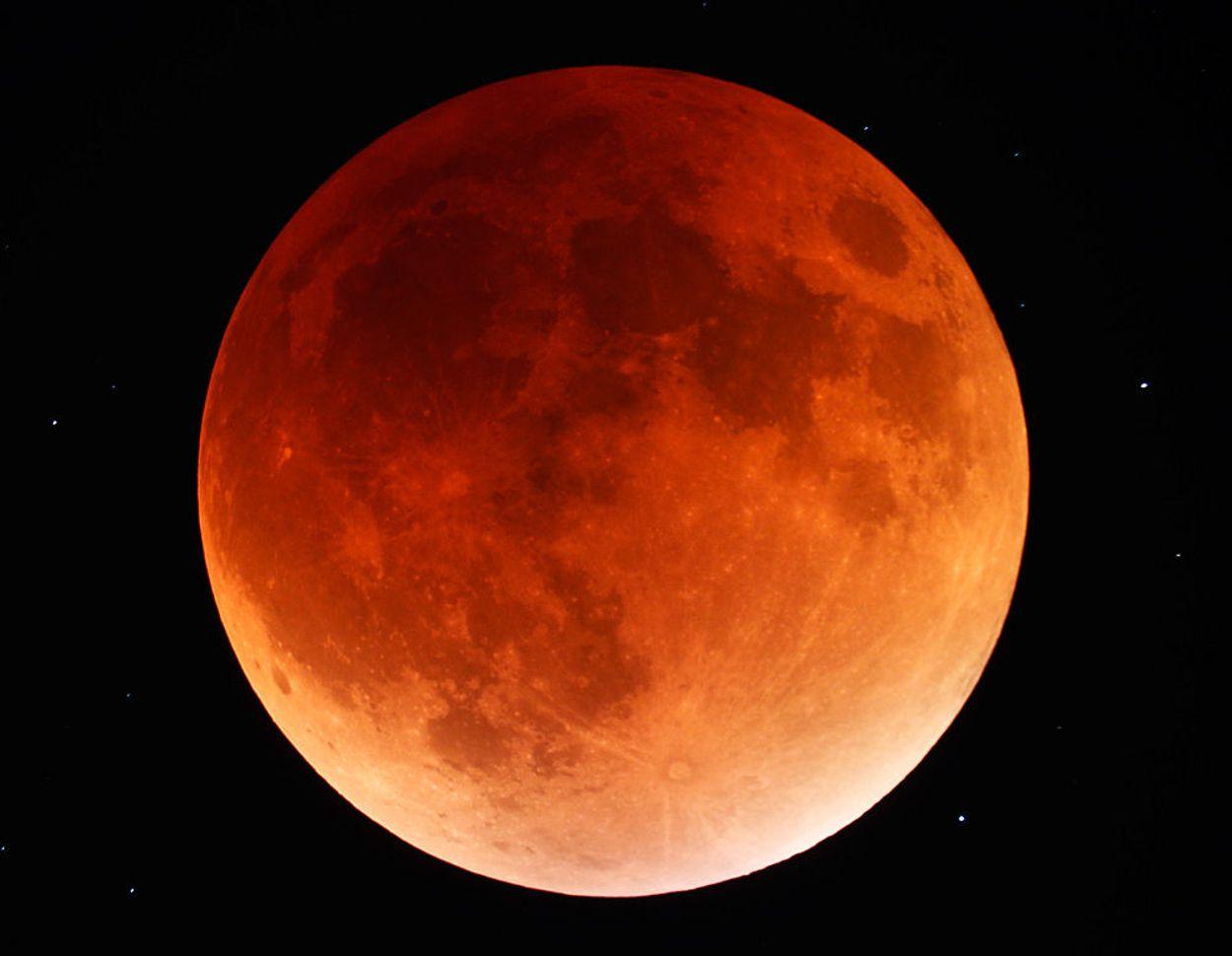 Afbeelding van Superbloedmaan, hoogtepunt om 06.13